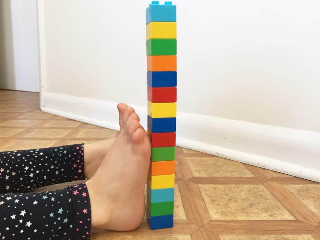 MEASURING CHILD FOOT